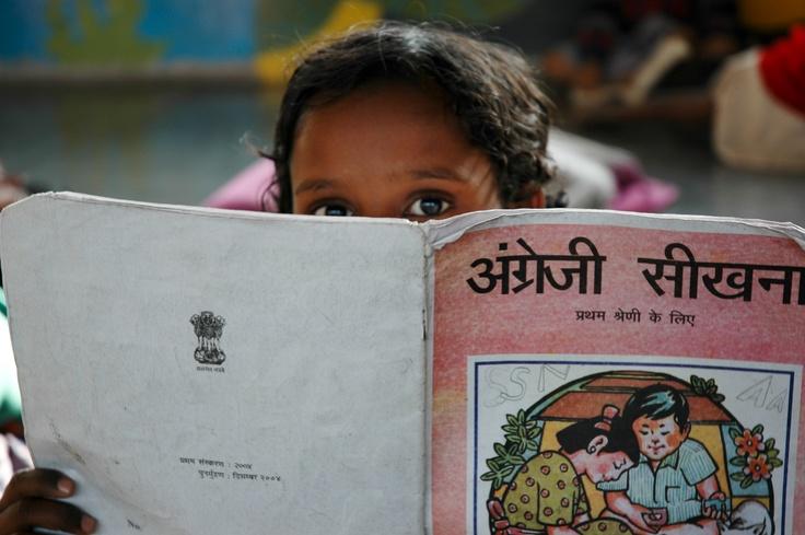 Kind in #India uit het Rainbow Homes project. Dit project van Net4kids zorgt dat voormalige straatkinderen worden opgevangen in 'Rainbow homes' waar ze onderdak en onderwijs krijgen.