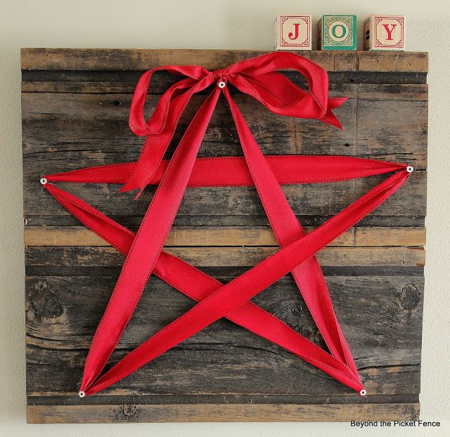 Palletg wood star - doesn't have to be red for Christmas - I think it'd be cute in white or another color for a guest room or bathroom?