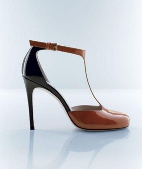 Dalla collezione primavera estate 2013 di scarpe Max Mara, mary jane bicolor.
