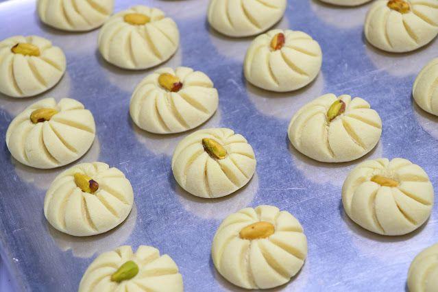 حلوة الوردة فخمة راقية ولذيذة جدا بمكونات بسيطة ومتوفرة في كل بيت الغريبة الشامية بتدوب في الفم بدون قالب حلويات العيد 2020 مع رباح Food Sugar Cookie Desserts