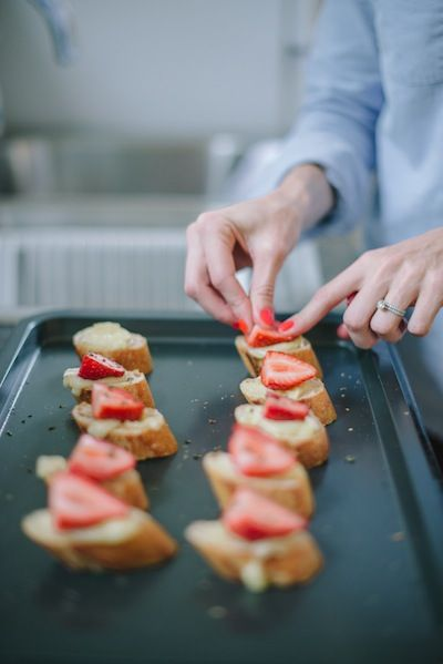 Strawberry, Brie & Honey Crostini: *recipe from cookin' canuck ...