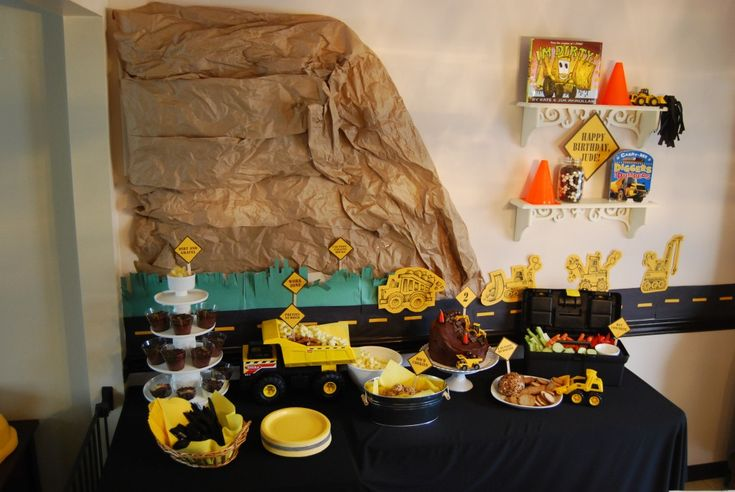 Construction Party Idea: Use a tool box instead of a veggie tray and a dump truck instead of a bowl for chips! #kidsparty #partyfood: Happy Birthday, Construction Birthday Parties, Construction Parties, Construction Party'S, Site Backdrops, Construction Site Parties, Bowen Birthday, Parties Ideas, Birthday Ideas