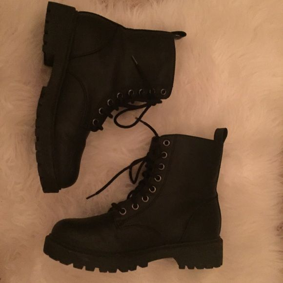 """Matte Black Moto Boots Like new! Only worn twice. Matte black boots. Almost identical style to Doc Martens except without any labels, which I think makes them look even better Originally purchased from H&M. Brand is """"Divided."""" Selling because I have way too many boots ☺️ True to size. Brandy Melville Shoes Combat & Moto Boots"""