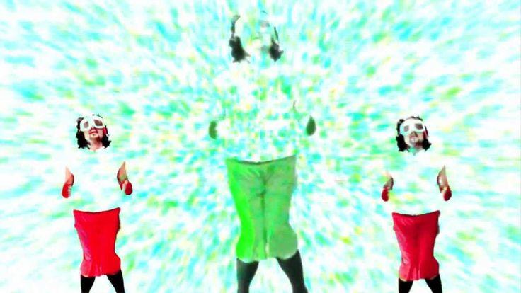 La dance du SKIEUR FLUO Les pouces en avant, les coudes en arrières et tchic et…