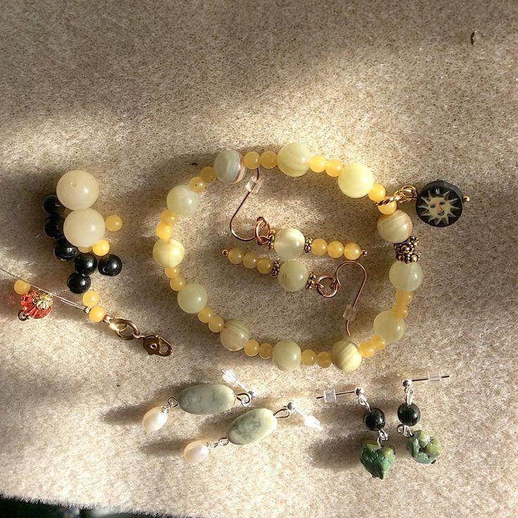 """18 gilla-markeringar, 5 kommentarer - Smycke-Stenar Blekinge, Sweden (@designverkstad) på Instagram: """"Working Sunday #bracelet #aragonite #smyckestenar #ädelstenar #pärlortillsmycken #pärlshop…"""""""