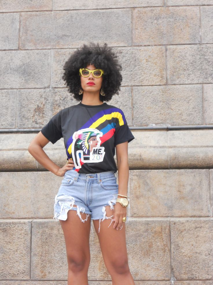 afro hair, curly hair, hot pants, t shirt, accessories, cute yellow sunglasses, fashion, street style