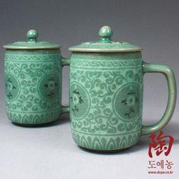 Set of 2 Celadon Ceramic Mugs with Lids