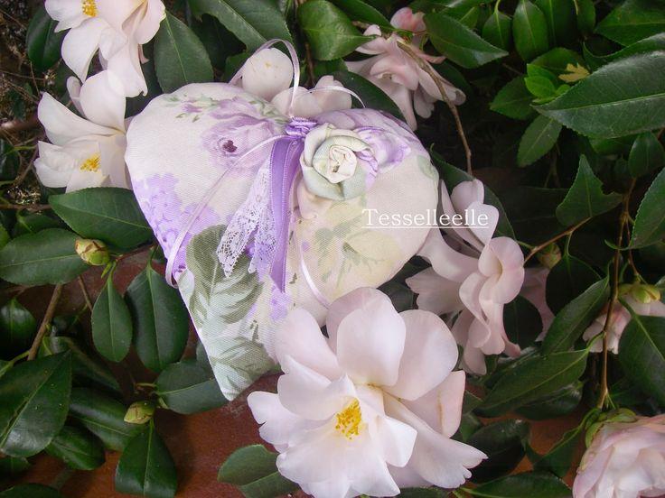 Di tutto un po'... bijoux, uncinetto, ricamo, maglia... ღ by tesselleelle ღ : Cuori, fiori e colori!