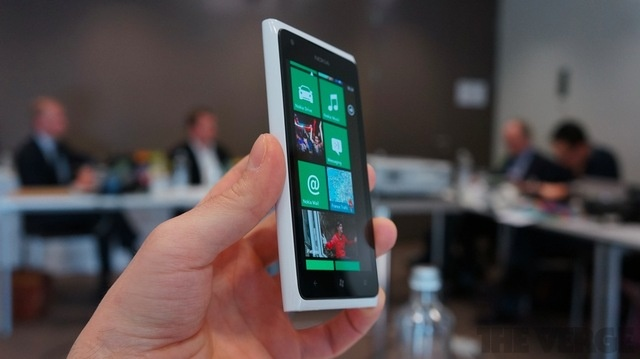 The white Nokia Lumia 900 is so beautiful.
