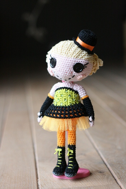 IMG_9697lalaloopsy burlesque by Sheila Amigurumi, via Flickr