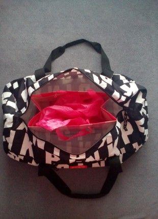 Kupuj mé předměty na #vinted http://www.vinted.cz/damske-tasky-a-batohy/cestovni-tasky/18289306-nova-sportovni-cestovni-taska-pink
