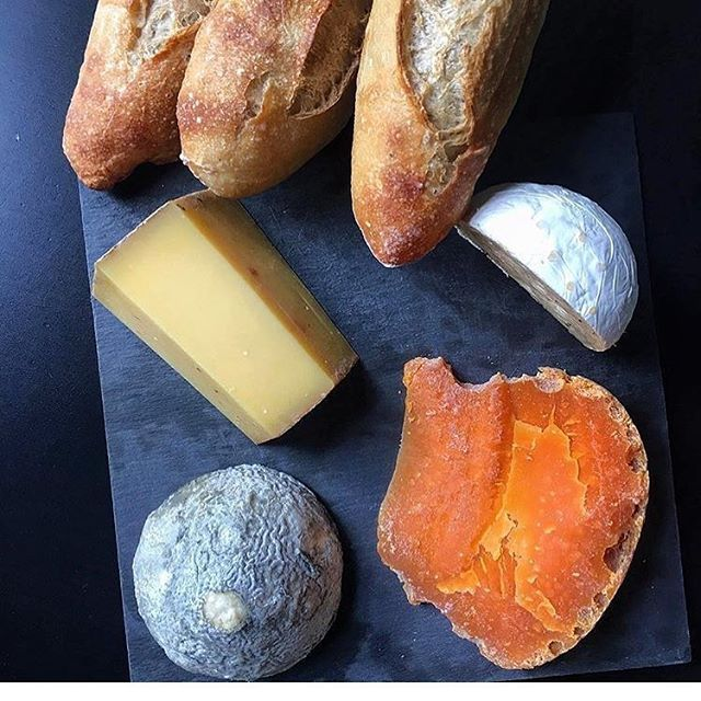 Hello Friday in Paris ! Fromage should always be taken out of the refrigerator in time to reach room temperature. Probably the most painful part of meal prep - the hour-or-so you have to wait while it stares back at you