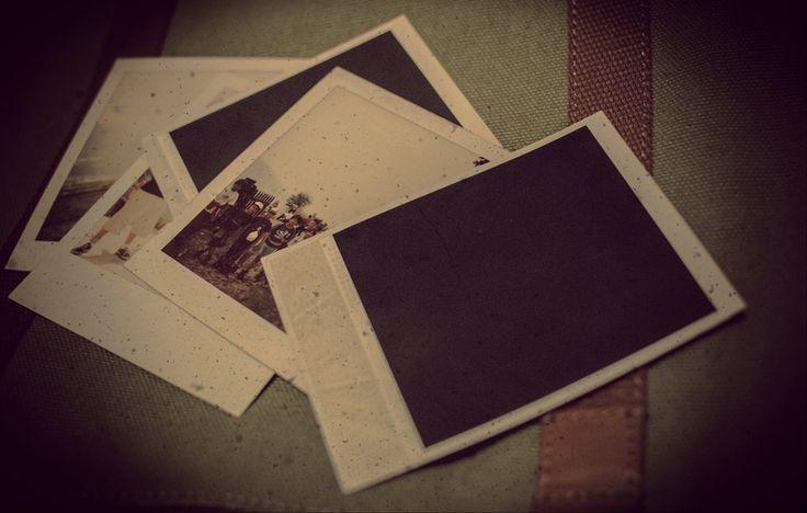 «Mi era scivolata tra le mani una Polaroid scolorita...» qui scovata da Roberta Baria per #ilpassatoèunabestiaferoce http://www.massimopolidoro.com/il_passato_e_una_bestia_feroce/