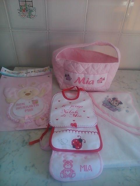 Set nascita ricamato, il cestino dei prodotti del bagno fatto handmade