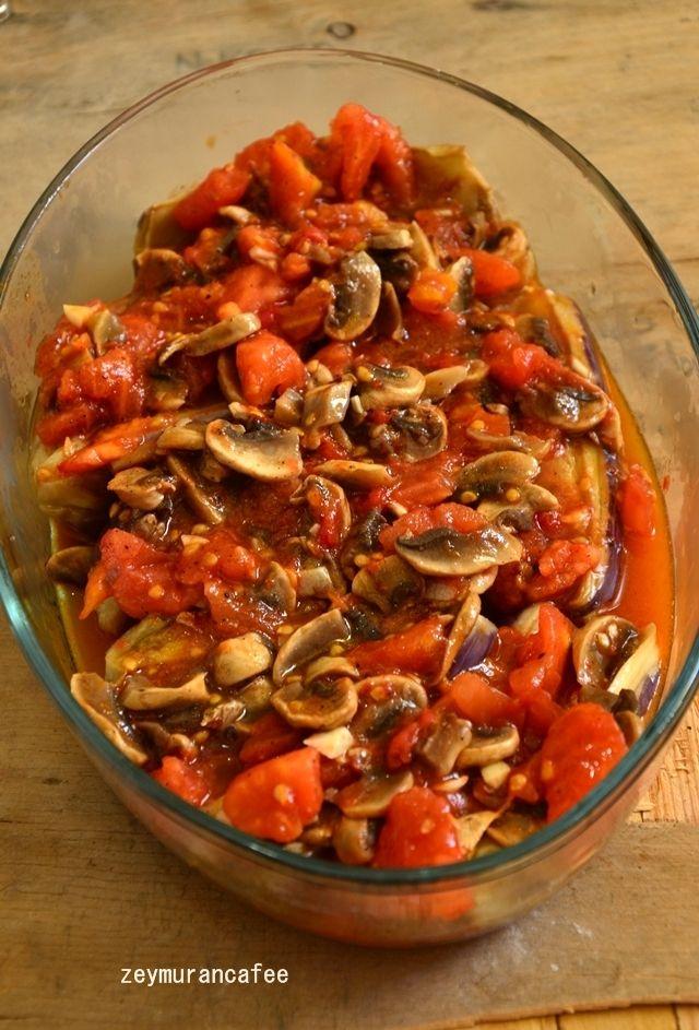 Ağızlarınıza layık nefis bir patlıcan yemeği, fırında patlıcan. En sevdiğim sebzedir patlıcan öyle ya patlıcan deyip geçmeyin ne çok çeşidi yapılıyor öyle değil mi ...