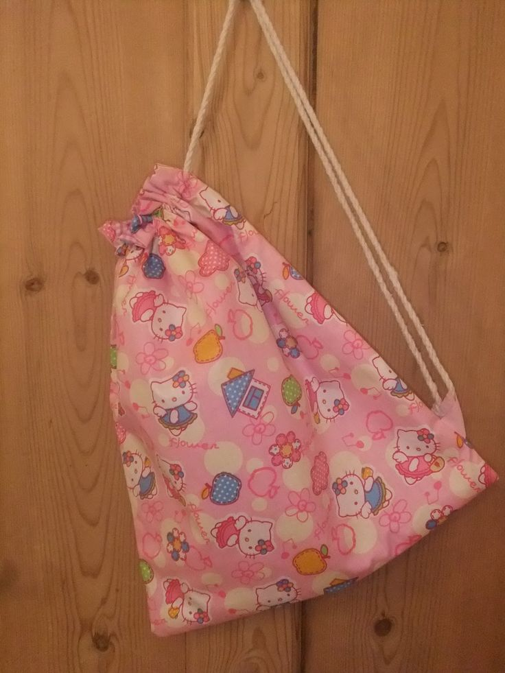 As promised here is a tutorial for a lined PE bag. My niece Anais  was 5 this week and I really wanted to make her a Hello Kitty PE bag for ...