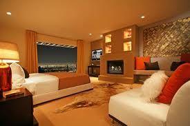 Camera da letto in toni di colori caldi