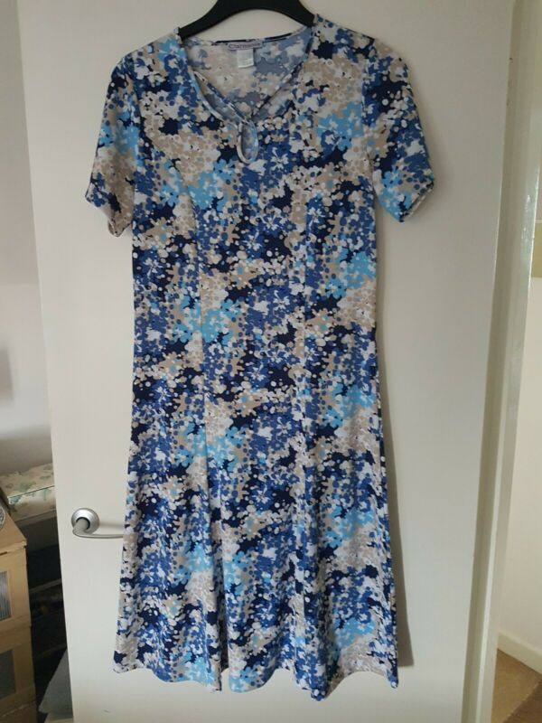 Charmance Floral Print Crepe Dress Size 12 Blue Print Retro Vintage Looking Dresses Ebay Link In 2020 Blue Floral Midi Dress Midi Short Sleeve Dress Dresses