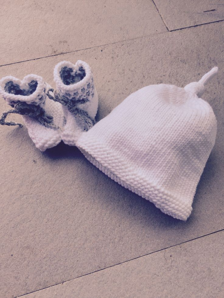 Baby hat and shoes
