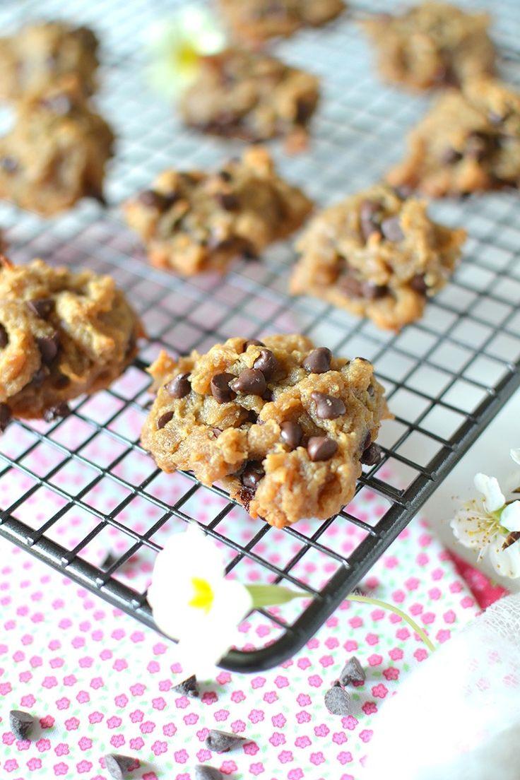 Cookies « 3 ingrédients » cacahuète-chocolat  Pour 4personnes. Temps de préparation : 5. Pour Une vingtaine de biscuits. 240 g. de purée de cacahuète (ou, à défaut, de beurre de cacahuète bio) 2 bananes bien mûres 100 g. de pépites de chocolat