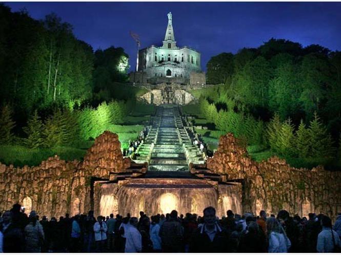 Der Bergpark Wilhelmshöhe in Kassel mit Blick auf den Herkules, Germany