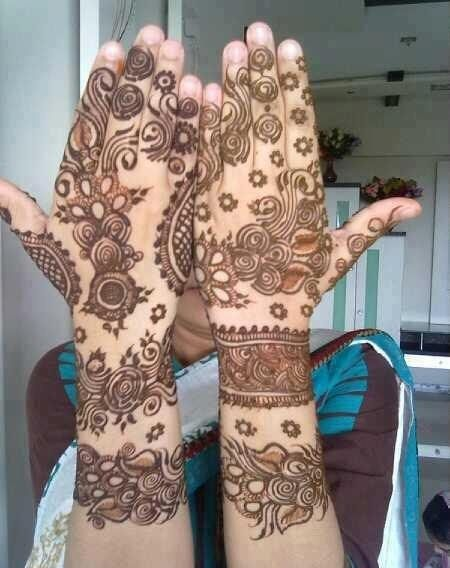 Best Back Hand Mehndi: The designs selected for the back of the hand are usually bigger.
