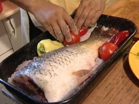 peste gatit in crusta de sare