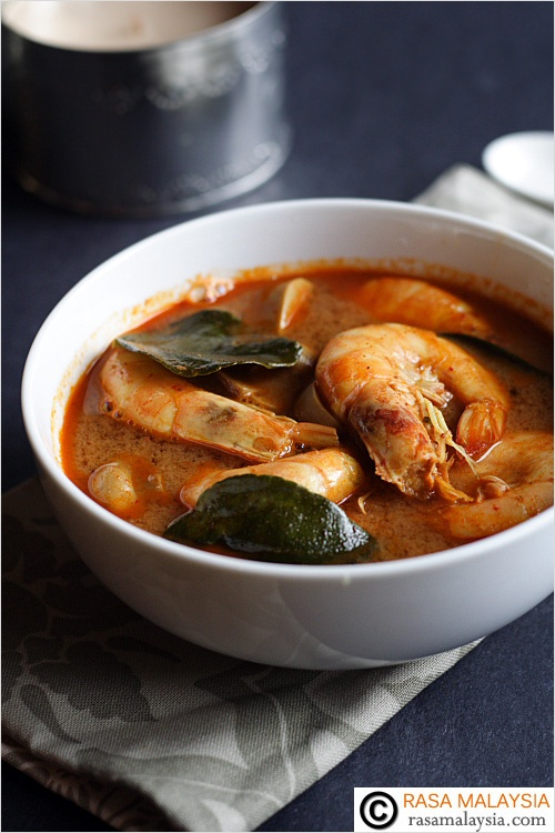 Tom Yum Recipe - shrimp, lime juice, Thai roasted chili paste, lemongrass, mushrooms #seafood