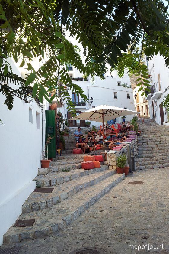 'S Escalinata op Ibiza, Spanje biedt niet alleen een fantastisch uitzicht maar ook verrukkelijke sapjes en hapjes.