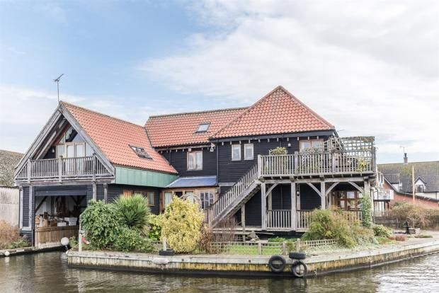 Riverhouse integral boathouse Norwich £750k
