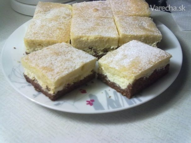 Dvojfarebný tvarohový koláč
