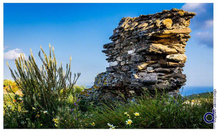 Tholos, an ancient tomb in Kallitsos village - Serifos, Cyclades | Θόλος, ένας αρχαίος τάφος στον οικισμό Καλλίτσος - Σέριφος, Κυκλάδες. Μάθετε περισσότερα στο: http://www.discover-serifos.com/el/anakalupste/aksiotheata/simeia-endiaferontos/tholos