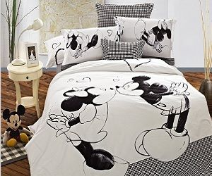 kissing mickey and minnie bedding set