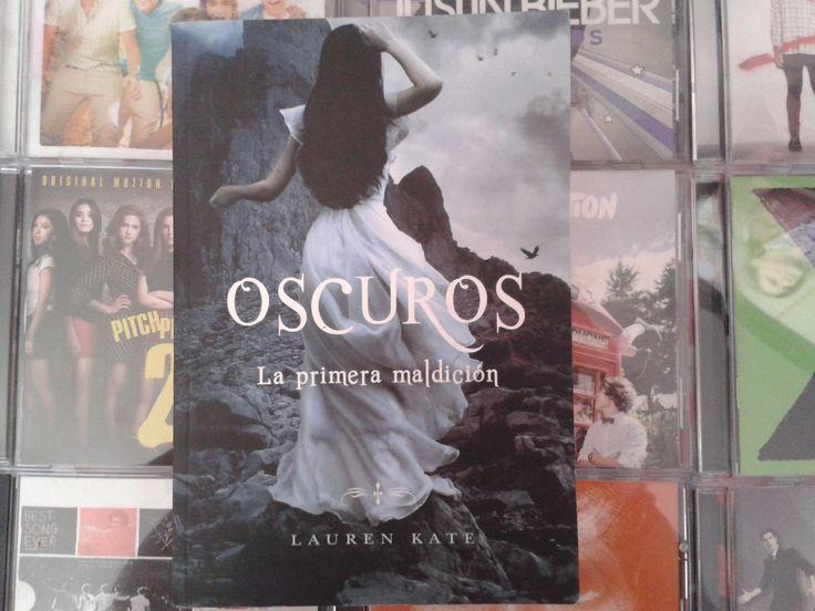 """""""Oscuros: La primera maldición"""" escrito por Lauren Kate:"""