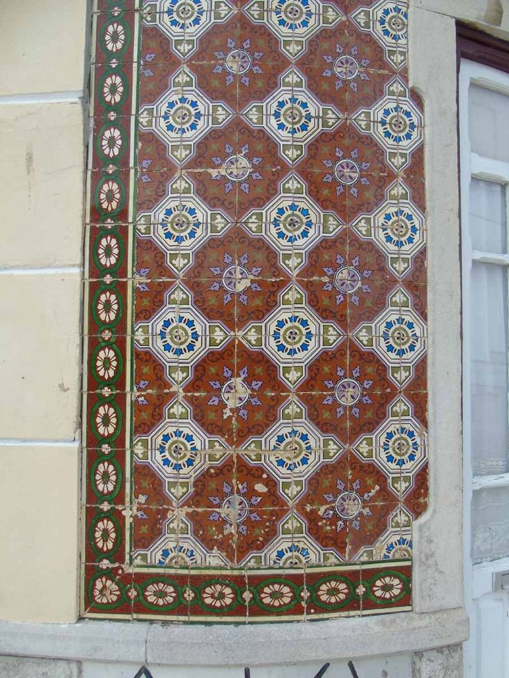 Alcochete, building at Largo de São João [photo: Luís Marques] #polychrome #patterns #geometry #azulejo #frame #collaborativetimeline