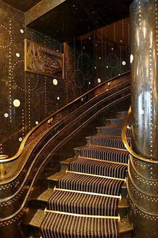 Art Déco staircase 'Restaurant Prunier', in Paris