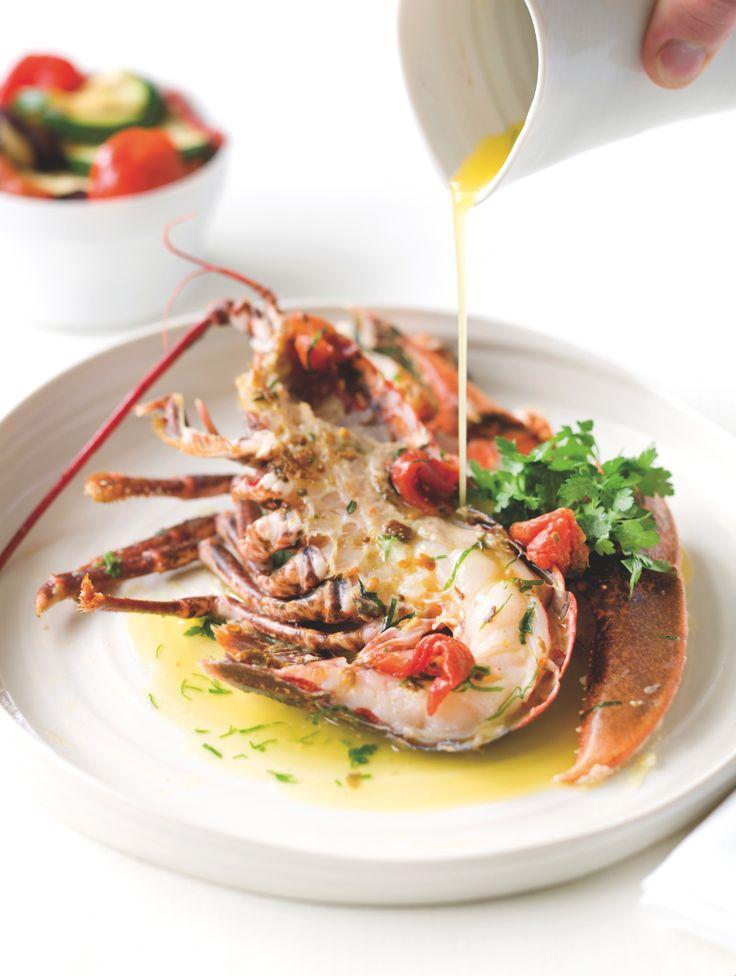 Bereiden: Maak de gekonfijte tomaten: Verwarm de oven voor op 90 °C. Breng water aan de kook. Kerf een kruisje in de onderkant van de tomaten. Blancheer ze 10 seconden in het kokende water. Koel ze 1 minuut af in ijswater en ontvel. Snijd ze in vier en haal het hartje en de pitjes eruit. Verdeel de partjes over een bakplaat, besprenkel met olijfolie en voeg de aromaten (knoflook, tijm en laurier) toe met peper, zout en suiker. Droog ze 2 à 3 uur in de voorverwarmde oven met de ove...