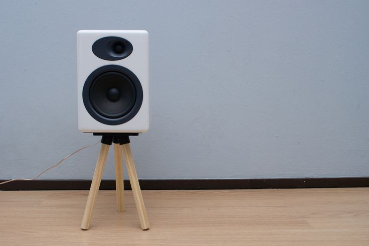 Simple Wooden Speaker Stand by k5052.