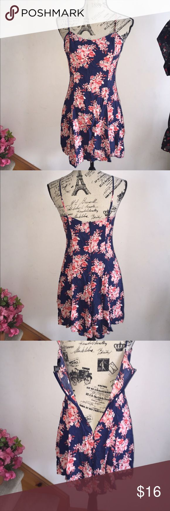 "Forever 21 navy pink floral zip up sundress large Forever 21 navy and pink floral dress. Adjustable spaghetti straps. Zipper on the back. Excellent condition, hardly worn! 26"" long and 34"" bust, does have some stretch. Forever 21 Dresses"