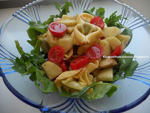 Kiosko di frutti di bosco: Insalata di tortelloni cetrioli e pomodorini