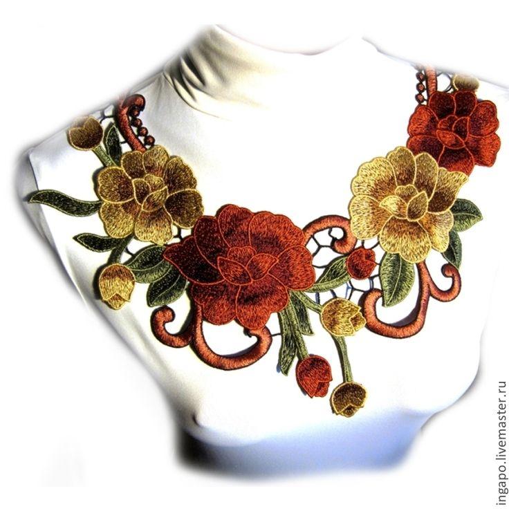 Купить или заказать Кружевной воротничок 'Венеция' 04 в интернет-магазине на Ярмарке Мастеров. При покупке от 2000 руб - индивидуальные скидки! Роскошное шитье, любой Ваш наряд станет уникальным и прекрасным. Изумительное кружево великолепного качества превратит даже простой джемпер в праздничный наряд! Можно одеть не пришивая прямо на платье или джемпер - Длина регулируется с помощью декоративной цепочки с замочком! ( но это по Вашему желанию ). Фурнитура под золото.