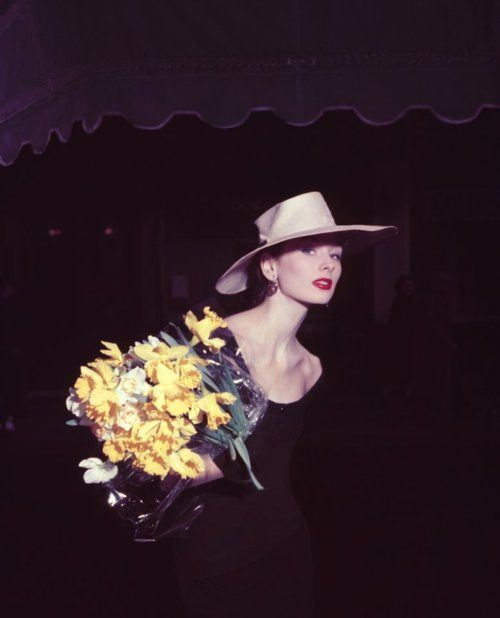 Suzy Parker in Paris, 1950s.: Suzy Parker, Fashion Style, Parker Daffodils, Paris 1953, Spring Collection, George Dambier, Daffodils Yellow, 1950, Photo