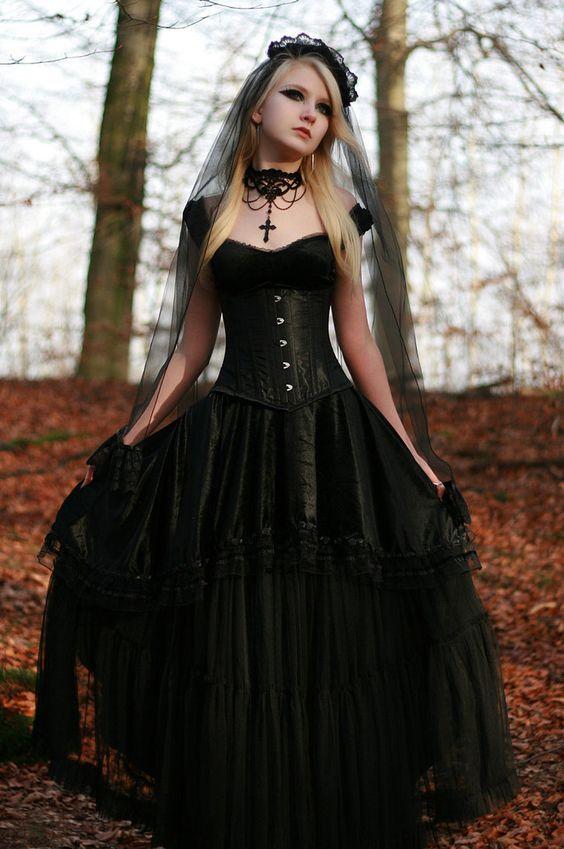 25 Raffinierte Schwarze Brautkleider Zu Stehen