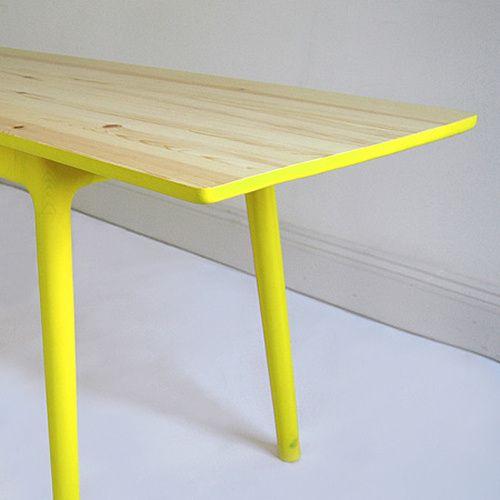Neon! Retro ja moderni ne yhteen soppii: Väri-iloa: Natural Woods, Tables Legs, Woods Tables, Yellow Tables, Paintings Tables, Diy Furniture, Modern House, Dining Tables, Neon Yellow