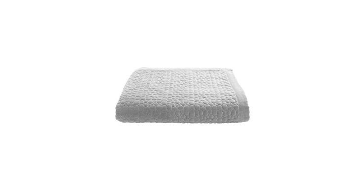 Velour til din queen size bed. Velour er sæsonens absolut hotteste materiale. Somina-sengetæppet tilføjer en snert af ekstravagance og eksklusivitet til rummet.