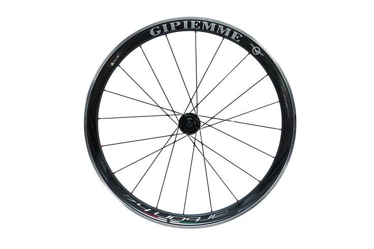 Carbon H40 speed. Carbon fiber alloy rims.  Use: Road bike wheels  Chrono wheels Triatholon wheels. GIPIEMME
