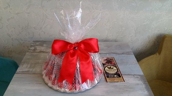 Chocolat Garden Artisan Çikolatacı Yusuf Tokdemir tarafından özenle üretilmiş kız isteme çikolataları. Farklı çeşitler. Gerçek kakaonun sanatla çikolataya dönüşüp şık ambalaj içerisinde hazırlanmış hali. En kaliteli kakao. En kaliteli çikolata. Koruyucu vb içermez. %100 müşteri memnuniyeti. Size de hazırlayalım. Taze, özel üretim, artisan ve gurme çikolata.