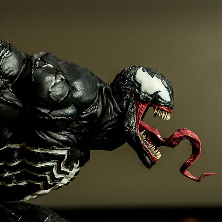 Seriously can't wait to add this awesome piece to my collection...although it still may be some time now that production has been halted due to the fixes on the McFarlane portrait. It's the 1/4 scale Venom statue by XM Studios 😍 these awesome pics come from fellow collector Brian Papini 😀👍 #marvel #marvelcomics #marvelstatues #marvelmovies #marvelcollectors #marvelcollection #marveluniverse #statuecollection #statuecollectors #statueporn #sideshow #sideshowcollectibles #spiderman…
