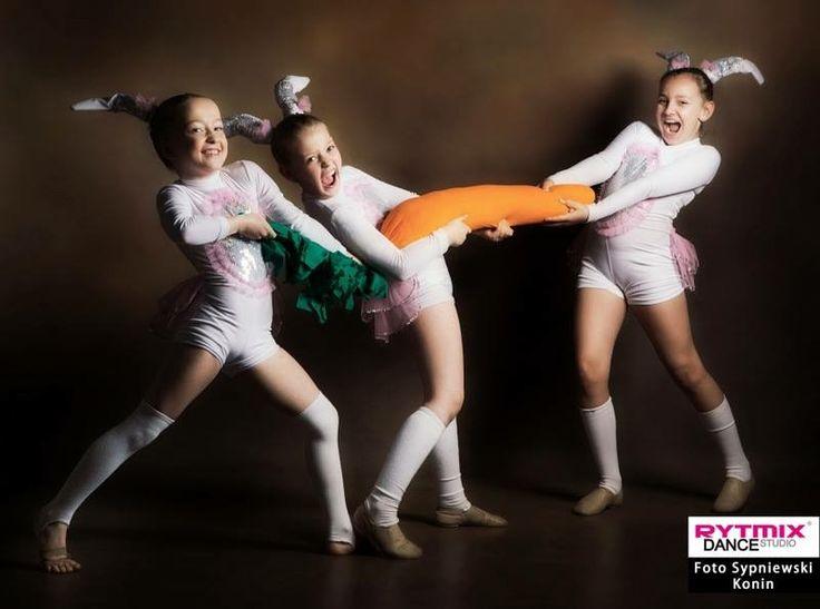 #wielkanoc #zające #marchewka #swieta #swietawielkanocne #rabbit #costiume #przebranie #taniec #dancelife #dancers #danceday #passion #szkolatanca #studiotanca #fotosypniewski #rytmix #konin #tanieckonin #rytmixkonin #sesjawielkanocna