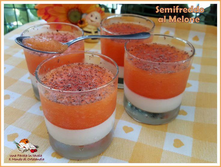 Un buonissimo Semifreddo con una base di panna cotta alle mandorle #senzalattosio ricoperta da una morbida gelatina al melone